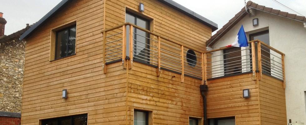 Eclairage exterieur maison good maison en bois en for Eclairage exterieur bois